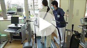 (d)補助人工心臓離脱後のリハビリ風景(動画)