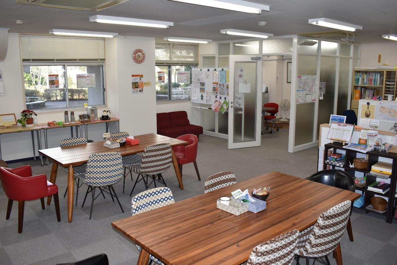 高島平ココからステーションの室内.jpg